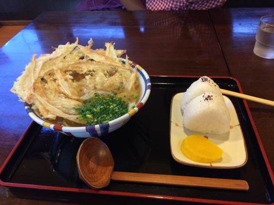 Nerikomi Udon Gon: おにぎりも美味しい