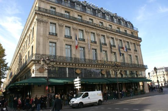 caf de la paix et grand hotel place de l 39 op ra picture of opera district paris tripadvisor. Black Bedroom Furniture Sets. Home Design Ideas