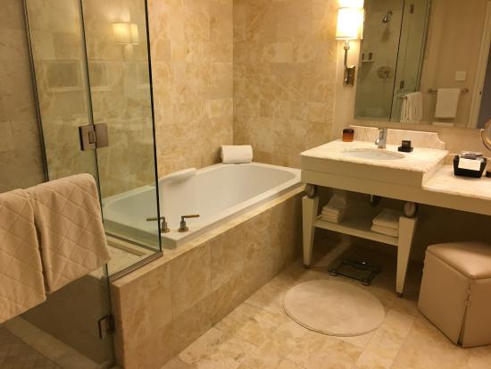 Shower bathtub vanity picture of wynn las vegas las - Discount bathroom vanities las vegas ...