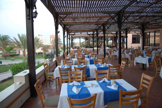 The Three Corners Sea Beach Resort: Restaurant Aussenbereich