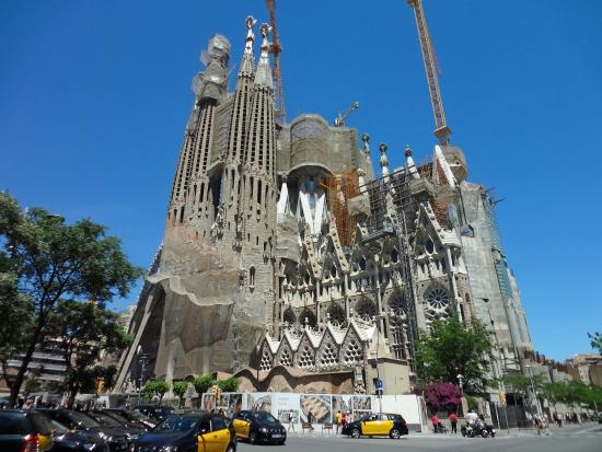 Segrada familia heilige familie architekt antoni gaudi picture of basilica of the sagrada - Architekt barcelona ...
