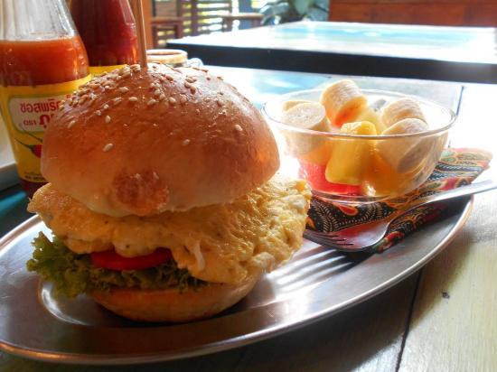 Elephant: American breakfast burger