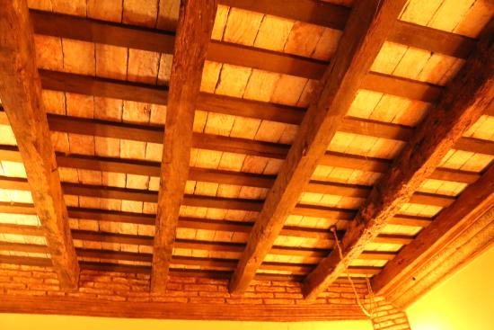 Hostal Casa Colonial El Patio: Cuban Wood! Beautiful Ceiling Panels In The  Bedroom