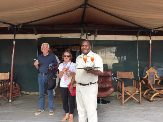 Safaris-R-Us - Day Tours: A welcome drink at a camp