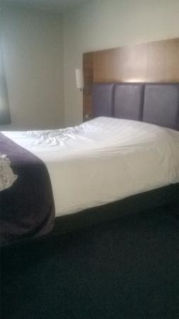 พรีเมียร์ อินน์ ลอนดอน เอดจ์แวร์: lovely bed.