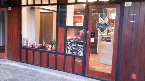 Sestriere, Italy: La vetrina su Piazza Fraiteve