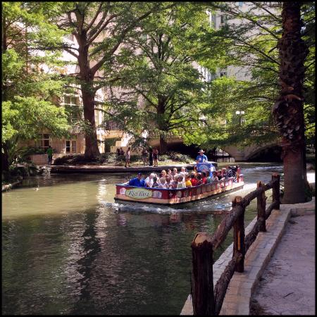 Riverwalk Vista: The Riverwalk and tour boat.
