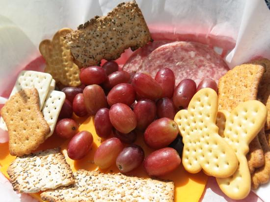 Rocheport, MO: Picnic basket with sausage, cheese, fruit and crackers