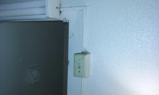 Americas Best Value Inn Pottstown: Filthy Electrical Socket By the fridge