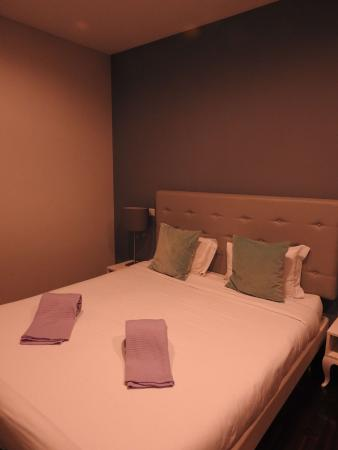 Camera da letto - Picture of Low Cost Tourist Apartments - Palacio ...