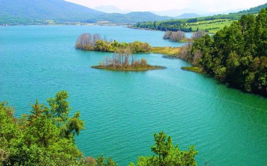 Santa Clara del Cobre, เม็กซิโก: lago zirahuen