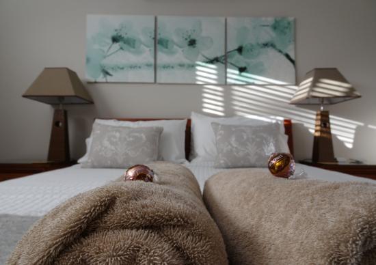 Como Bed and Breakfast: Master bedroom