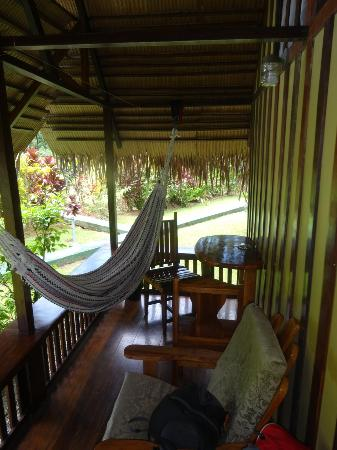 Coco Loco Lodge: Small terrace with hammock