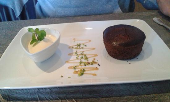 Л'Иль-Бушар, Франция: Moelleux au chocolat - glace chocolat blanc