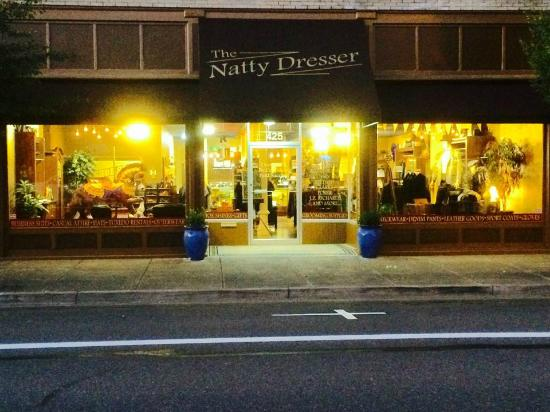Albany, Oregón: The exterior of The Natty Dresser, please come on in!