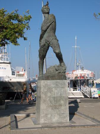 Alexander Diakos Statue