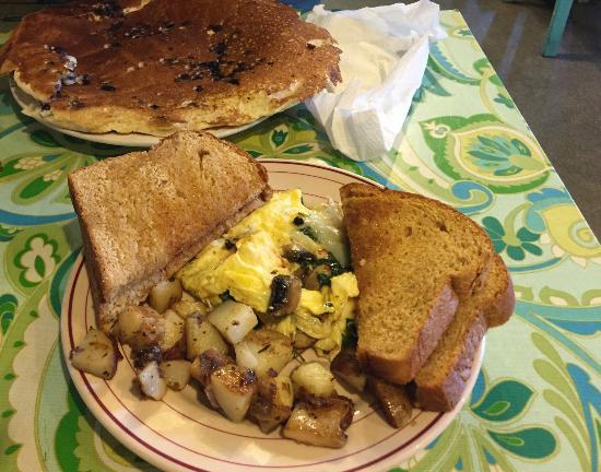 Starlight Cafe: Montreal Scramble and Ginormous Pancake