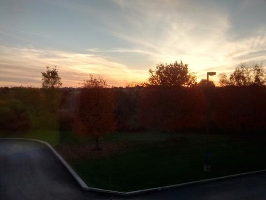 Hampton Inn Harrisburg / Grantville / Hershey: Pretty sunset from the room.