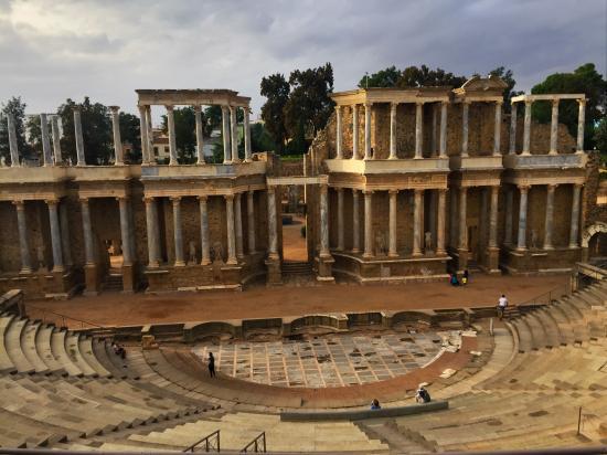 Vista general. - Picture of Anfiteatro Romano de Merida, Merida - TripAdvisor