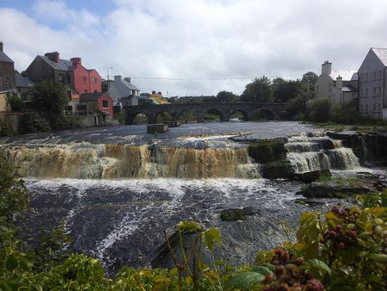 Oh La La: wasserfall in Ennistymon