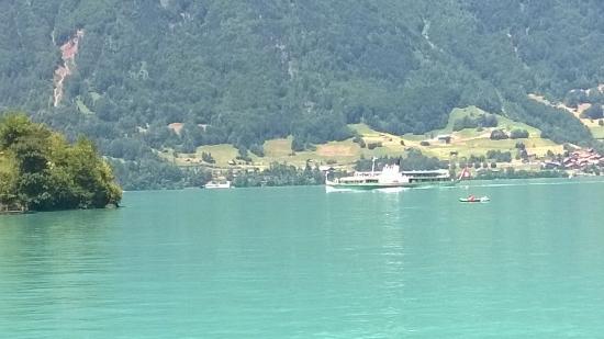 Chalet du Lac: Iseltwald mit dem Raddampfer Lötschberg