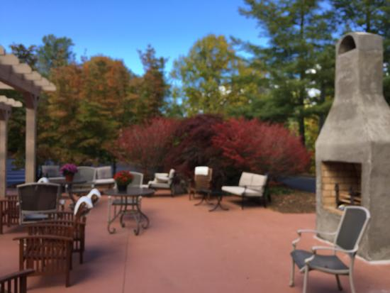 Highlands Inn Lodge: Outdoor in the fall.