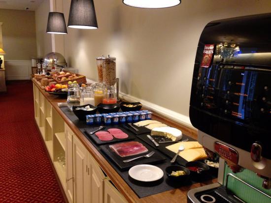Hotel Acacia: Breakfast for 15EUR
