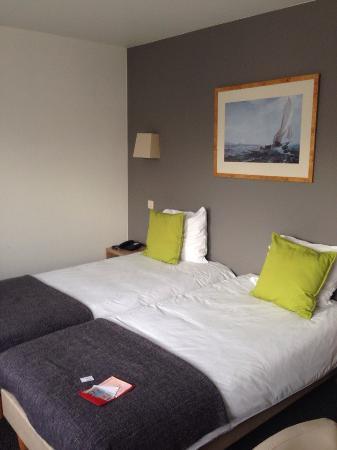 Hotel New Damshire: Номер отеля