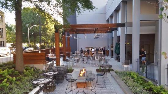 Hilton Knoxville: Outdoor Patio