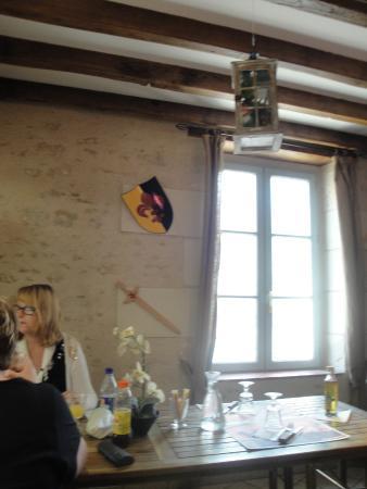 Fougeres-sur-Bievre, France : Sala de refeições da Pizzeria du Chateau