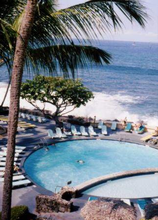 Royal Kona Resort: Nice Pool with adjacent children Pool