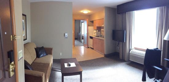 La Quinta Inn & Suites Eugene : King suite with view and kitchenette