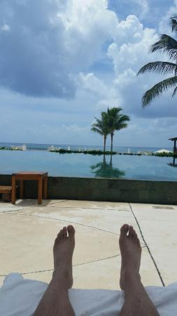 Grand Velas Riviera Maya: view of pool and beach from lounge