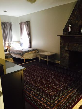 Riverrun Bed & Breakfast: Loved Room #1 on the main floor