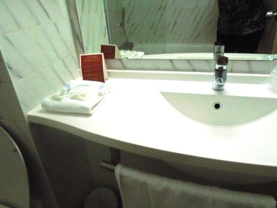 Hotel balladins Toulouse Purpan: baño