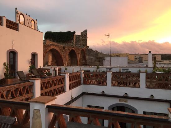 Dar Cilla: Rooftop terrace at sunrise