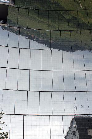 Photo du miroirs heliodyssee grand four solaire d for Miroir parabolique solaire
