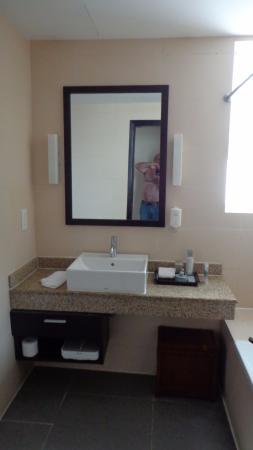 Somerset Hoa Binh: Bathroom