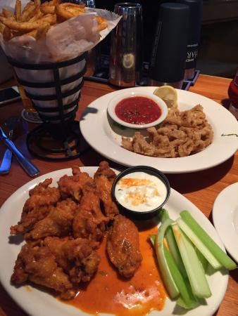 Ithaca Ale House: Chicken wings and Horeshead pumpkin ales with cinnamon sugar