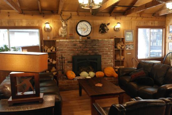 Yosemite Bug Rustic Mountain Resort : Dentro do refeitório