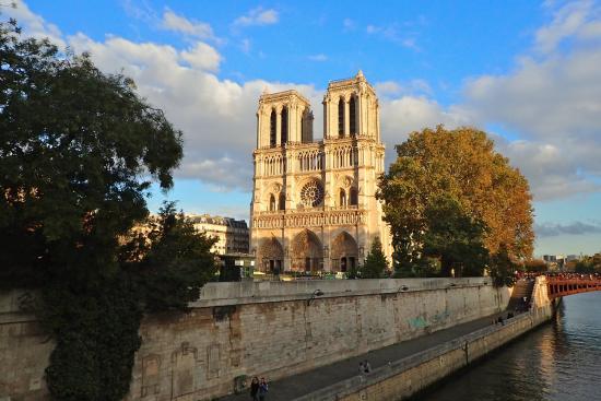 Les Degres de Notre Dame : Notre Dame is nearby