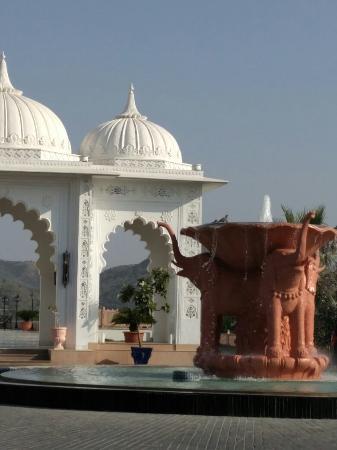 Radisson Blu Udaipur Palace Resort & Spa Photo