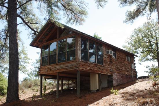 9E Ranch Texas Cabins: Eagle's Nest looking up from bottom of hill