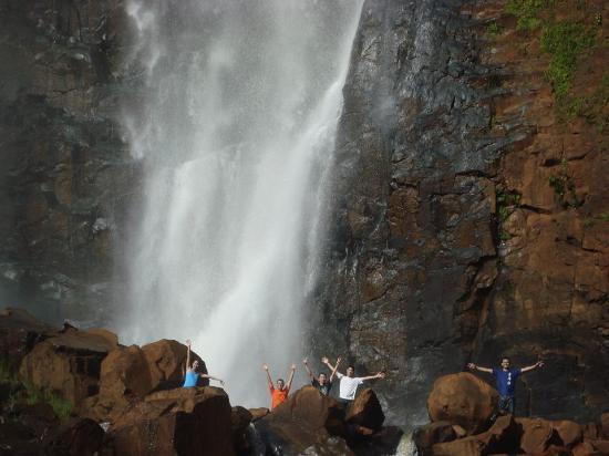 Hotel Fazenda Luar de Agôsto: Embaixo da cachoeira, inesquecível