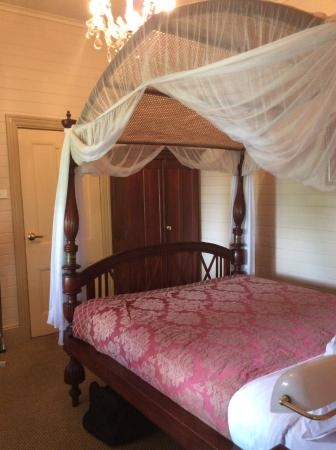 Lurline House: Four poster in every bedroom