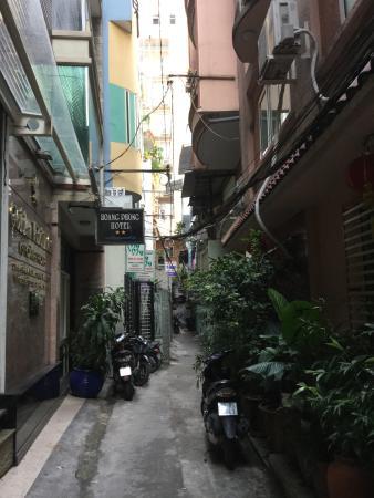 Vy Khanh Guesthouse : こんな路地裏にあります。