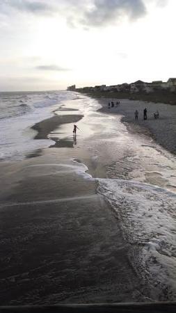 Surfside Beach Resort: Beach from the pier