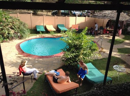 Outpost Lodge: View of pool area