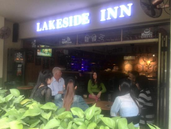 Lakeside Inn : talk English with the Chinese Local