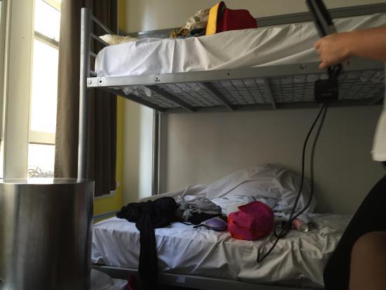 World Square Hostel: L'hygiène et la propreté ne sont pas à la hauteur et pour les lits superposés, pas d'échelle pou